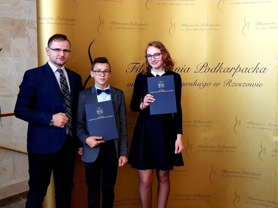 Absolwenci PSM I st. w Pruchniku odebrali stypendia Marszałka Województwa Podkarpackiego