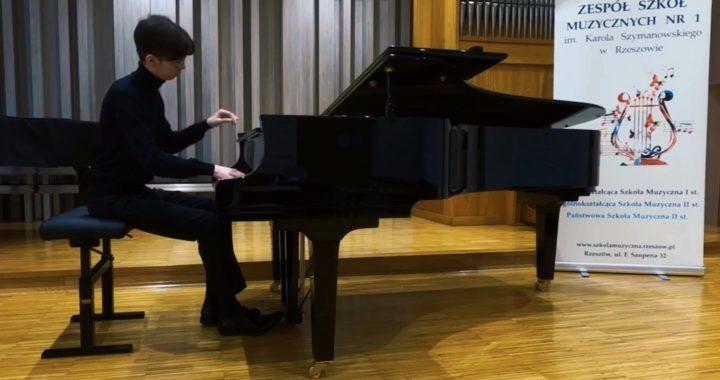 Adam Choiński laureatem Międzynarodowego Konkursu Muzycznego OPUS 2021