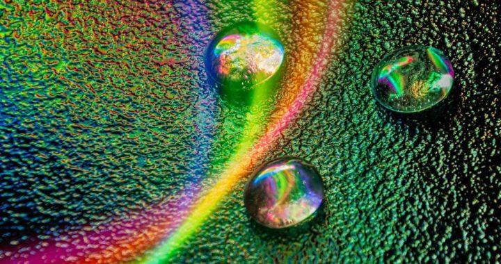 Szklane fantazje malowane światłem – Wystawa w Centrum Dziedzictwa Szkła w Krośnie